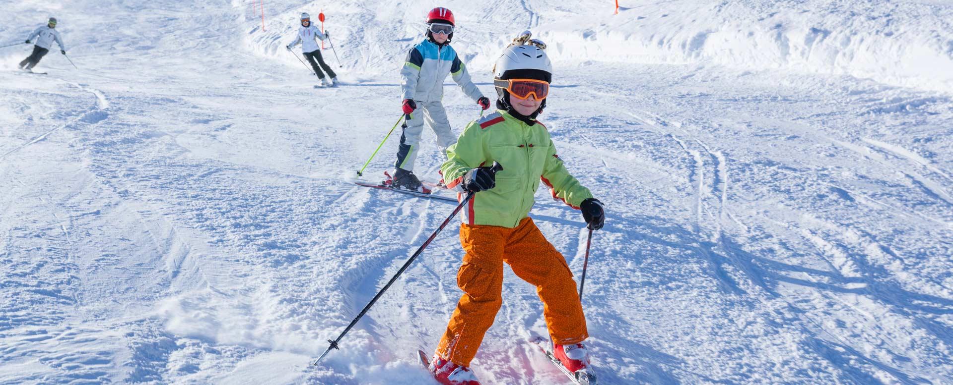 Kinder - richtige Ausrüstung beim Skifahren